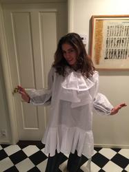 篠原ともえさんデザインのメイドレスを着るアナ.jpg